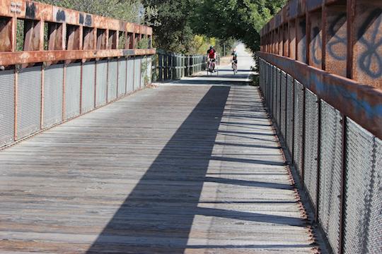 V River Bridge png